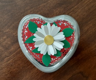 heart foil tins with daisy top